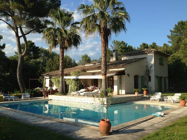 Villa200m²,piscine chauffée vue dégagée sud ouest - Roquefort-les-Pins - Villa