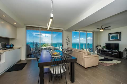 Panoramic Ocean Views 2 bed/2 bath Unit, Nelly Bay