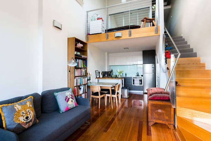 Lovely central, light-filled apartment - Brunswick