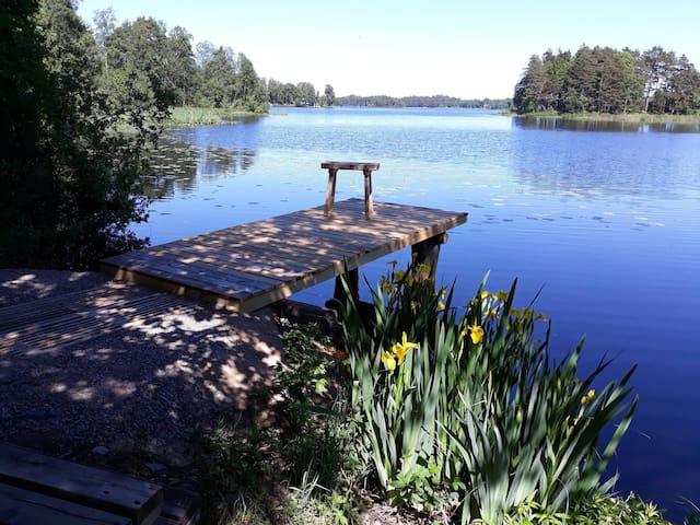 Sonnenhaus am See mit Bootssteg Südschweden