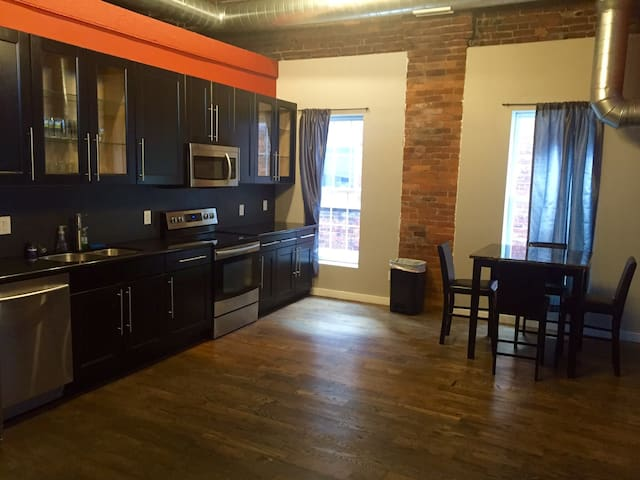 Heart of Olde Towne East Loft - Columbus