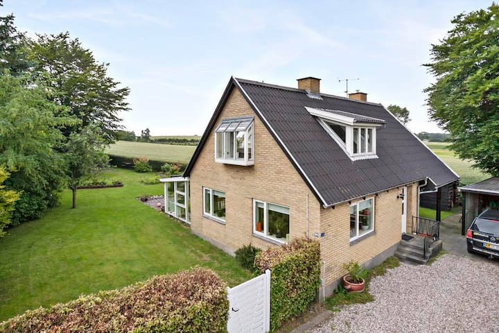 Skønt hus ved vandet i rolige og smukke omgivelser - Nyborg