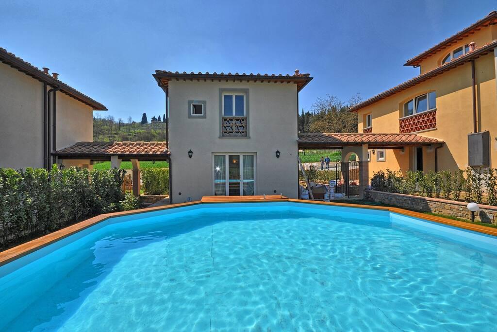 Building Exterior, Pool