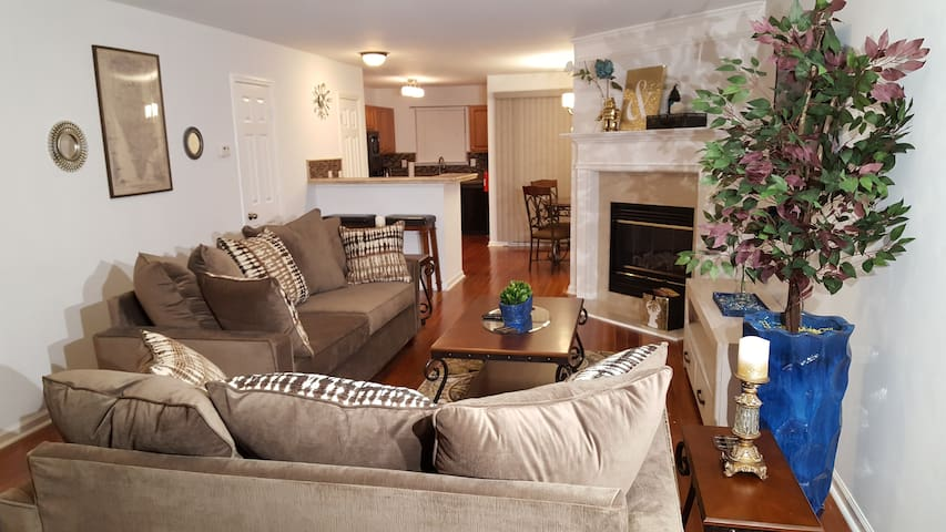 3 BDRM 2.5 BTHRM TOWNHOUSE  THE COMFORTS OF HOME