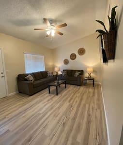 Ridgecrest Apartment- Private 1 Car Garage