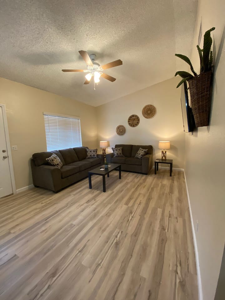 Ridgecrest Apartment- Private 1 Car Garage