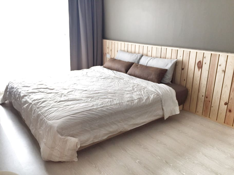 Airy bedroom with king size bed