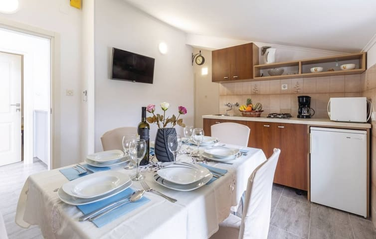 APARTMENTS PALISKA located in the countryside near Poreč / APARTMAN A6 EDA 2 for 6 people located in the countryside near Poreč
