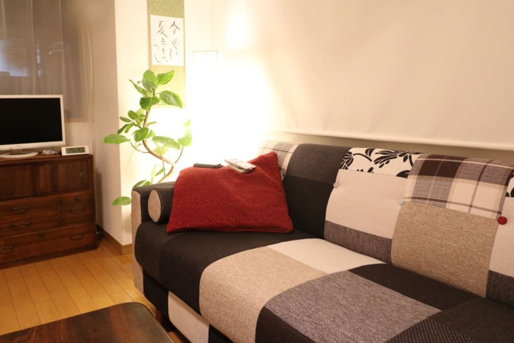 Yumi's favorite sofa bring to this nwe room from Shibuya Tower Apartment.