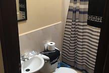 1 Bano  1 Bathroom