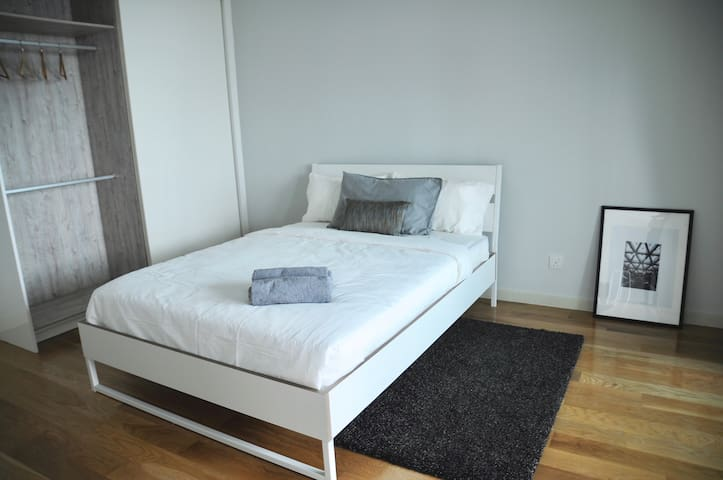 Hotel Standard Luxe Queen Bed for A Superior Sleeping Experience