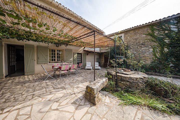 Belle maison de charme au milieu des vignes