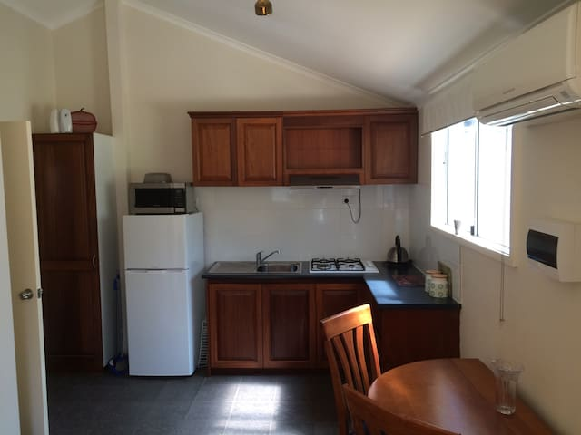 North Perth Bungalow -close to town
