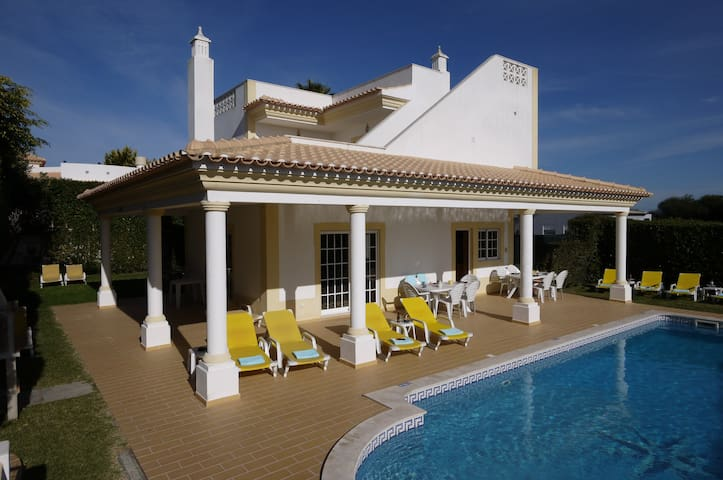 Albufeira. 5 Bedroom A/C Quality Villa & Sea Views