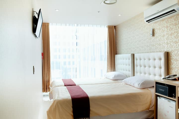 [Official Hotel]HotelCozy Myeongdong Twin Room (4)