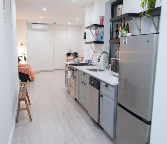 Pop House 4min walk to L train 12mins to Manhattan