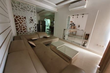 Fully furnished modern 3 bhk flat in dwarka