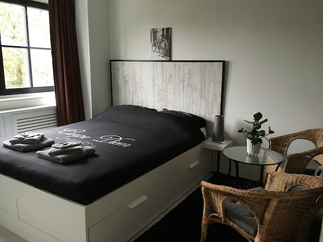 Rural and quiet room, 15 min to Amsterdam Center - Broek in Waterland - House