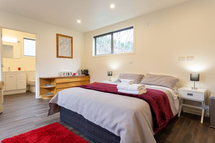 Custom Cabin - Central Queenstown - Spa pool