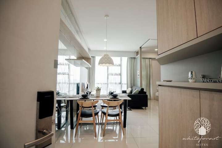 WhiteForestMirage@The Robertson 2BR Family Netflix