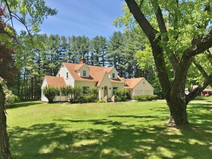4 Bedroom House Close to UMass, Historic Deerfield