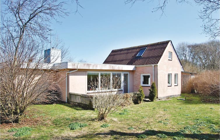 Holiday cottage with 2 bedrooms on 135m² in Snedsted