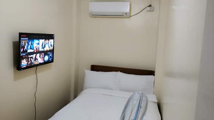 Solo Netflix Room Makati Ave Century City Ayala