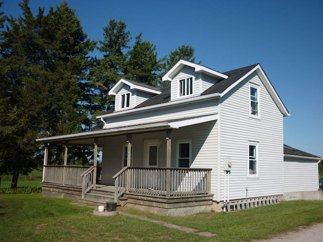 Turkey Point area country cottage - Saint Williams - Hus