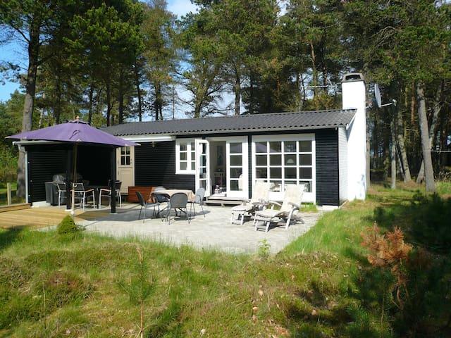 Sommerhus beliggende fredeligt og tæt på stranden