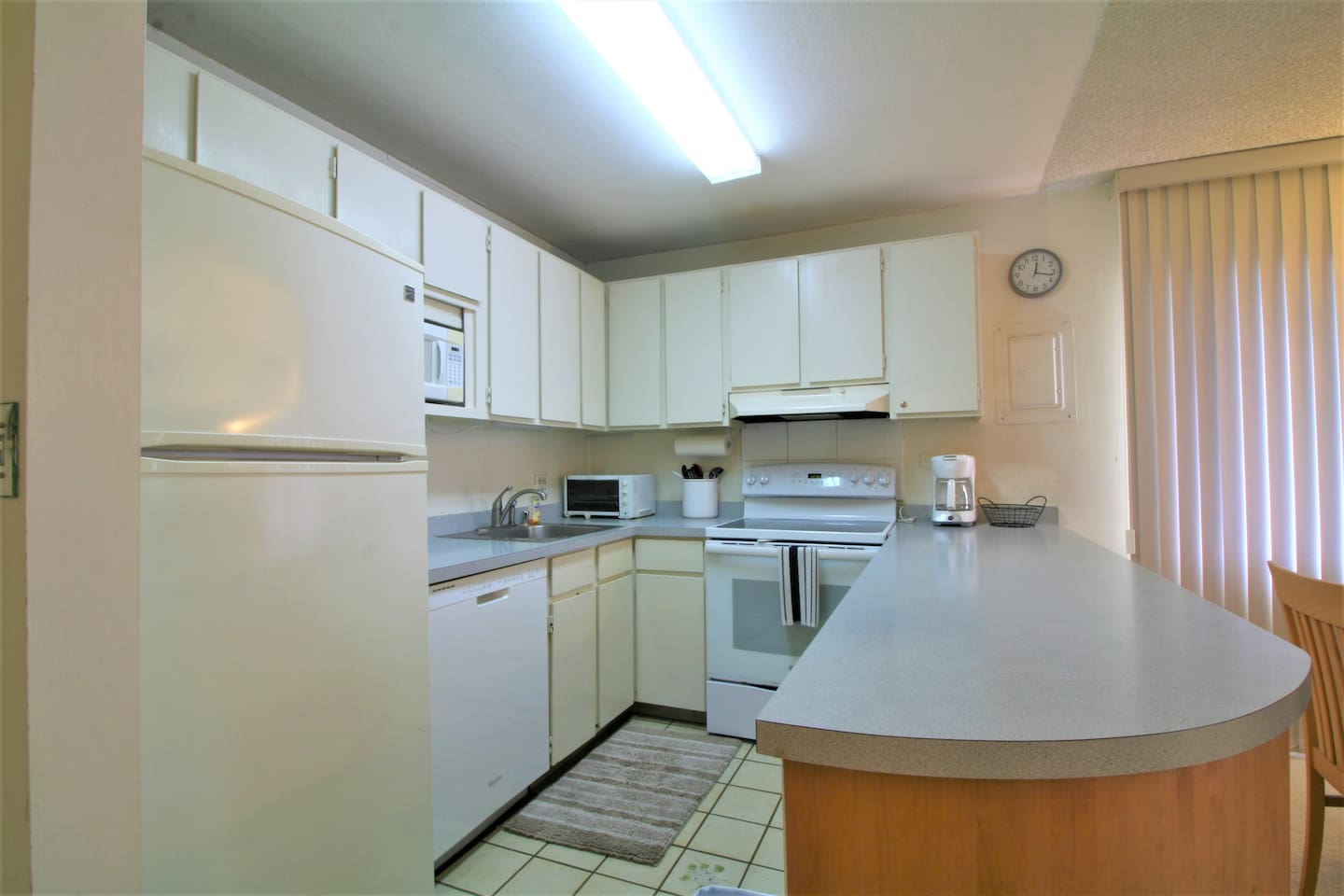 Cute Secure 1bdrm unit with parking - Condominiums for Rent in ...