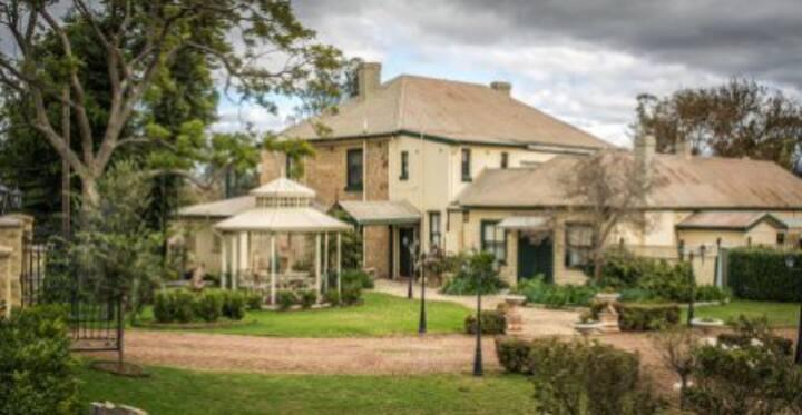 Historic Segenhoe Inn
