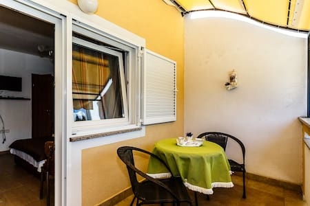 Very nice studio for 2 persons, just 350 from sea! - Malinska - Ház