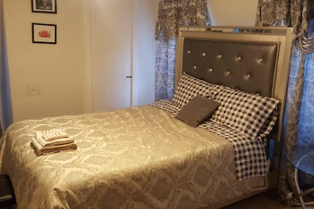 Luxury private bedroom 15 mins away from Boston