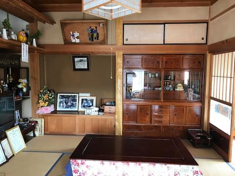 一棟丸ごと貸切。83坪平屋の日本家屋。田舎の実家に帰る感覚で、畑の野菜、やぎと里山暮らしの思い出を