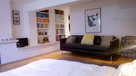 LLOC SENCER: encantadora habitació d'estudi/bany propi