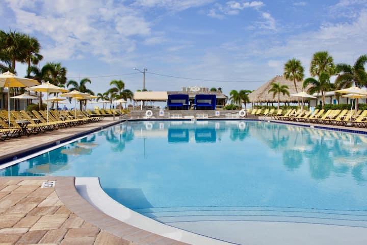 VALUE DEAL! Poolside Room w/ Beach & Tiki Bar!
