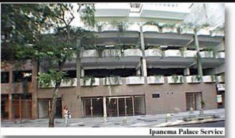 Fachada do Ipanema Palace Service.