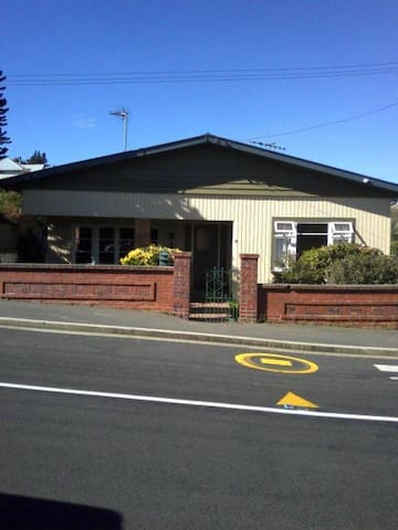 Peaceful Abbotsford - enjoy home lifestyle - Dunedin - House