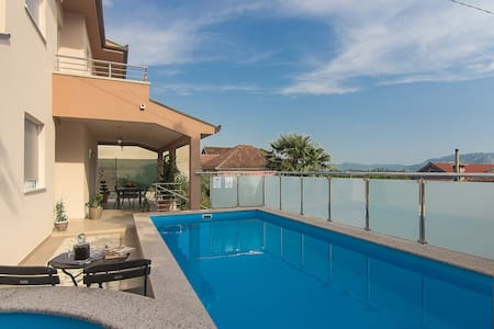 Holiday home Oasis w/ pool in Dalmatian hinterland - Haus