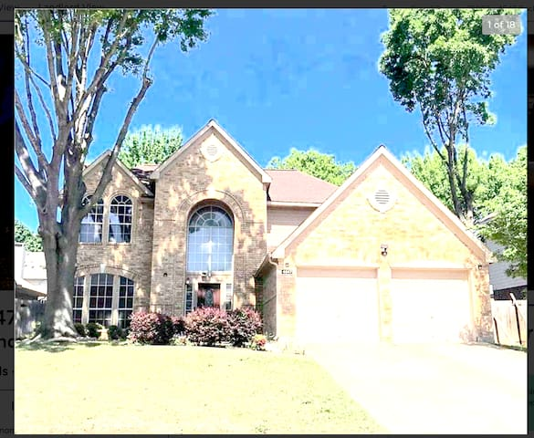 Gorgeous Spacious 4bd Brick Home Centrally Located