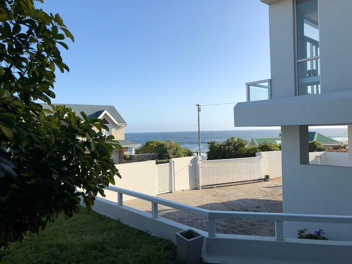 Self Catering Apartment with Lovely view
