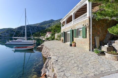 Poratis - heart of Mediterranean A4