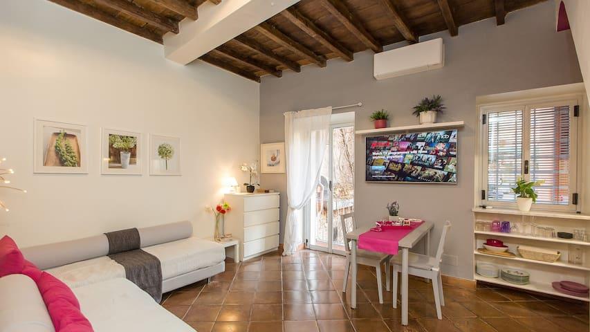Studio with balcony in heart of Trastevere