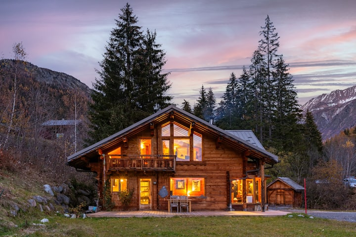 Chalet in the Woods w/ Mont Blanc View + Fireplace