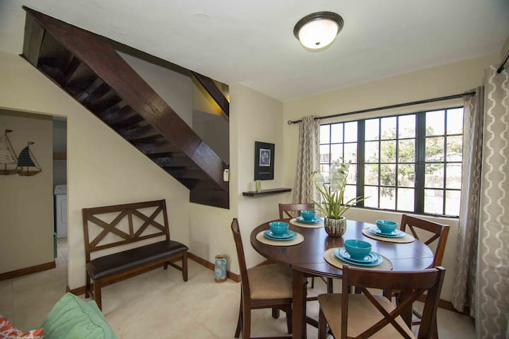 3 Bdr - Beautifully furnished townhouse