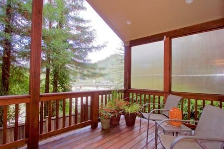 Riverview ~ Hot Tub & Stunning Russian River Views - 몬테 리오(Monte Rio)