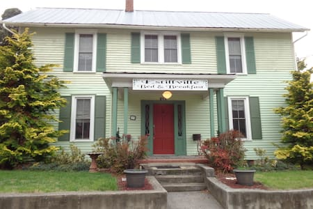 Estillville B&B-The Robert Douglas - Gate City