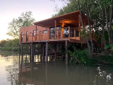Cabaña entera en Isla del Tigre sobre Río Paraná