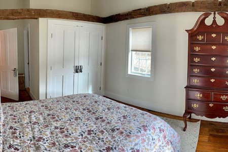 The Cozy Inn of Connecticut - Cedar Bedroom