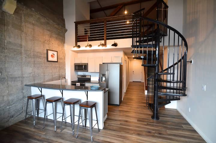 Hellenthal Lofts 303 - New Downtown Apartment